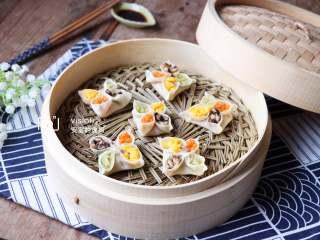 四喜蒸饺,成品,颜色鲜艳多彩,是不是精致的都不忍下嘴啦,嘿嘿!