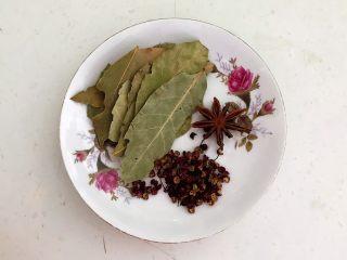 十味  密制酸辣凤爪,香叶,八角和花椒粒