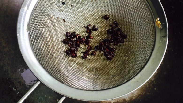 十味 五花肉炒茭白,捞出花椒