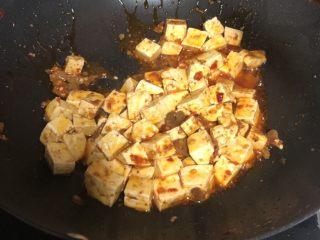 十味 家常豆瓣烧豆腐,尽量用推的方式裹住豆瓣