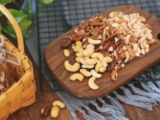 自制谷物麦片,你喜欢的各种干果和水果干