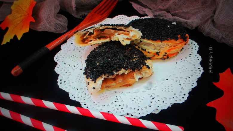 十味 芝麻酱烧饼,麻酱烧饼表皮焦脆,质地柔软,香味浓郁。