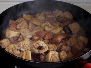 十味 红烧肉豆腐泡,豆腐果吸入了足够的肉汤汁,非常的美味哦。