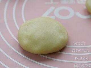 十味 香甜软糥黄金糕,封口朝下按扁,依次做好其它糖糕生坯,有时间饧20分钟。