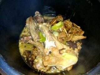 十味   红烧羊腿,程序结束,自然放气,打开锅
