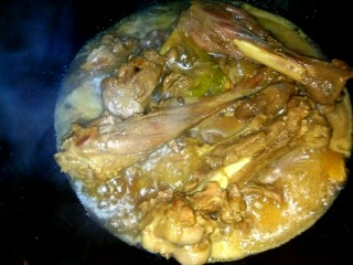 十味   红烧羊腿,把羊腿倒入炒锅中,大火烧开,小火收汁,汤汁粘稠关火
