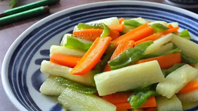胡萝卜炒山药,味道鲜美,营养丰富,快手简单的胡萝卜炒山药。