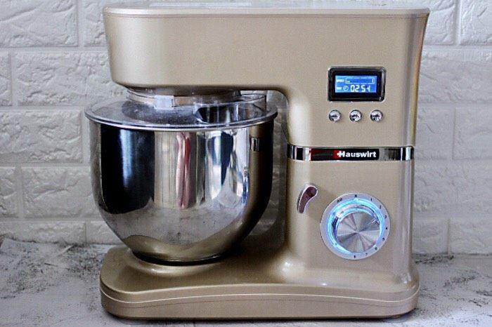 十味  猪肉大葱饺子,启动厨师机,2档揉面10分钟左右。