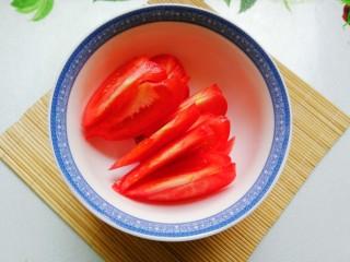 中国风意面,西红柿切片备用