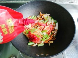 中国风意面,放入番茄酱拌匀
