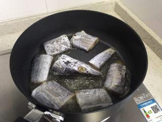 十味  香煎咸带鱼,待锅内油七分热时,下带鱼