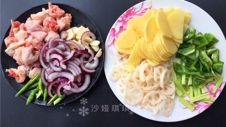 十味 干锅双拼,将各种配料切成如图所示。