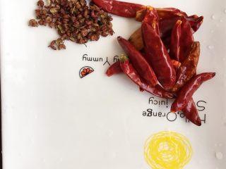 宫保鸡丁,干辣椒和花椒洗净