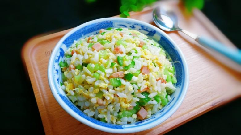 十味  午餐肉黄瓜蛋炒饭,非常漂亮的蛋炒饭是不是令人垂涎欲滴