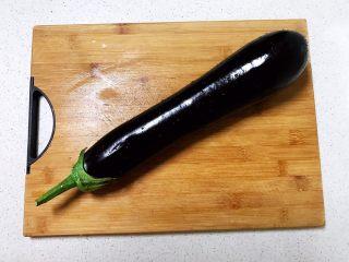 番茄汁焗茄盒,紫皮长茄子清洗干净