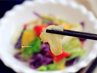 捞汁手撕拌菜,让菜少一些油炒炸烤,多一些健康。