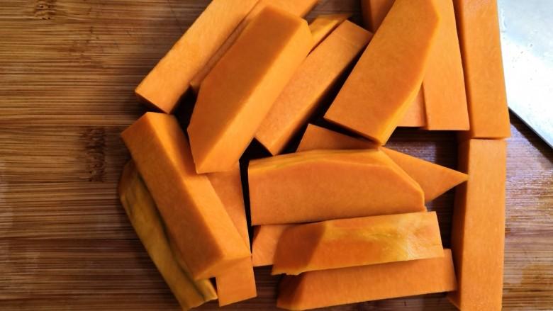 十味   香酥南瓜条,切成长条。