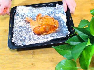 新奥尔良烤鸡腿,(第二天)放入烤盘