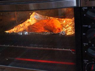 新奥尔良烤鸡腿,烤箱预热下,上下火170度烤40分钟