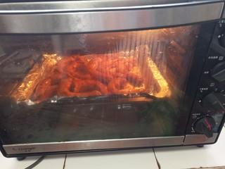 秒杀夜市的香辣烤鸡脖,放入烤箱再烤20分钟