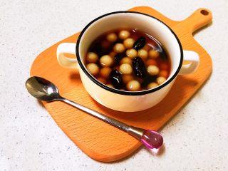 紅糖藍莓小圓子,倒入熬制好的紅糖汁