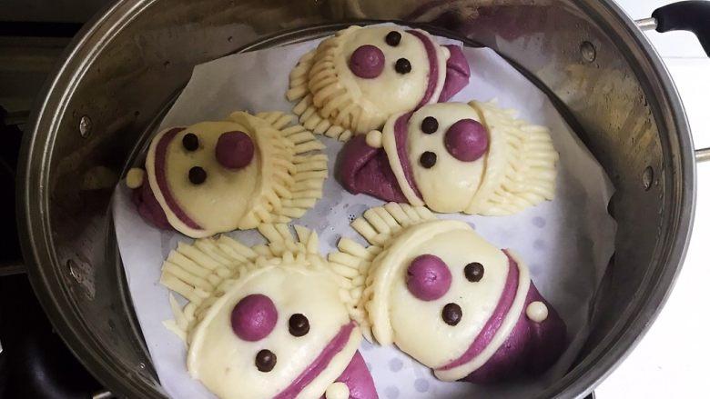萌萌哒紫薯圣诞老人小馒头,紫薯圣诞老人小馒头蒸好了