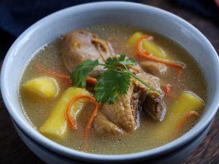 山药虫草菇鸭汤,这碗汤百喝不厌,我家隔三差五就来一锅,给孩子煮面,喝汤都是特别的方便好喝,又营养。尤其体质不好的孩子可以常喝!