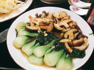 上海青炒香菇,成品图。