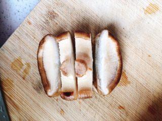 上海青炒香菇,每个香菇切成4片。