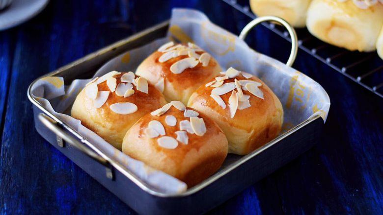 淡奶油杏仁面包