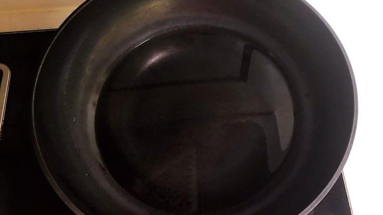 十分钟快手菜  凉拌椒香笋丝,锅里加入冷水,烧开后关火