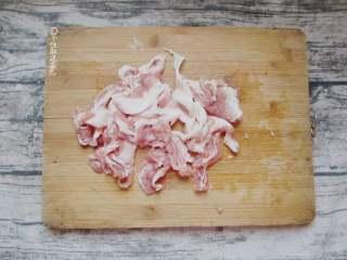 豆芽炖粉条,五花肉洗净切片