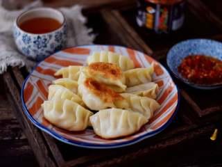 煎猪肉玉米饺子