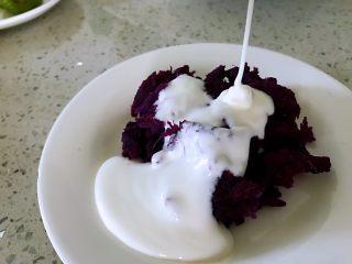 """秋冬季节的""""冰淇淋"""",低热量高营养,美美的吃起来,堆成圆形状,周围整好形,尽量放在盘子中间。"""