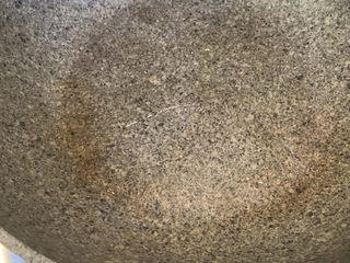 芝士肉松蛋饼,冷锅热油,把油刷满锅