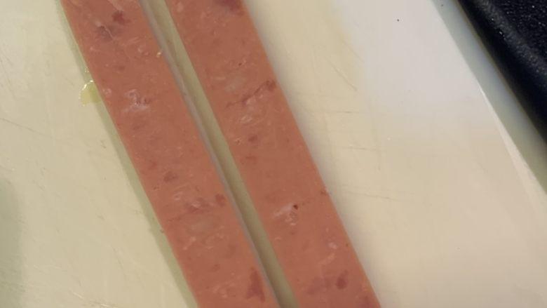 鸡蛋饼,<a style='color:red;display:inline-block;' href='/shicai/ 438'>火腿</a>对半切