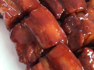 简易版红烧肉,40分钟左右,快没水份时收汁即可。