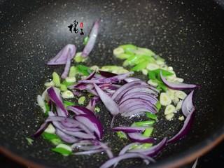 手撕蚝油杏鲍菇,加洋葱丝炒香