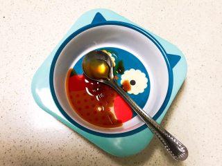 宝宝健康食谱  小金鱼虾仁猪肉抄手,加入1勺香油