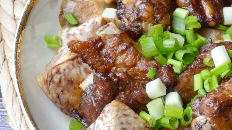 荔浦芋头蒸排骨,焦香与酱香滋润在一起