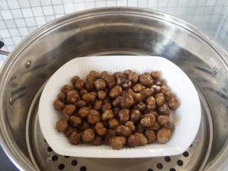 冰糖葫芦,山药豆上锅蒸10分钟左右
