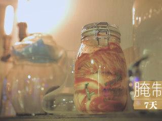 不孤独的部队火锅「厨娘物语」,放入一个干净的密封罐中,腌制7天左右就可以开吃啦~