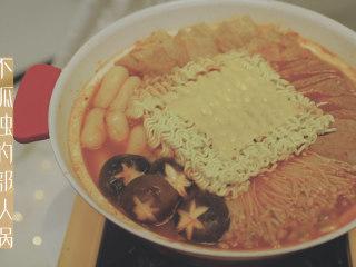 不孤独的部队火锅「厨娘物语」,不孤独的部队锅就做好啦,开吃吧~