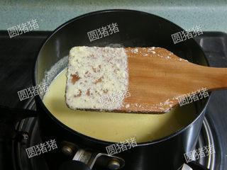 可可奶冻卷,切不可煮过头了如(图3)中表面成蛋花就是错误的。