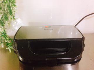 停不下来的美食+什锦牛肉串,盖上盖子煎烤5~10分