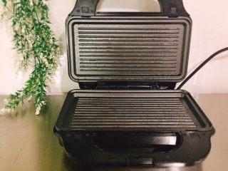 停不下来的美食+什锦牛肉串,上下盘均匀的刷上油