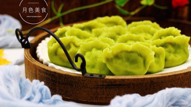 圆白菜扇贝翠玉饺子,把煮好的饺子捞出沥干水分盛入盘中即可享用了。