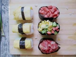 简易版寿司拼盘,上面放上自己喜欢的菜