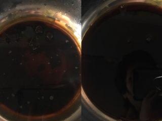 红糖发糕,温水里加入红糖,搅拌融化
