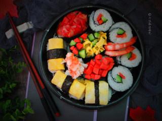 简易版寿司拼盘,想吃的食材都可以放到饭团上去啦